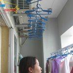 Lắp giàn phơi quần áo ở lan can chung cư